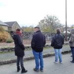 Le groupe de dos, lors de la visite du centre-bourg de Champagnat avec les élues et l'agent municipal